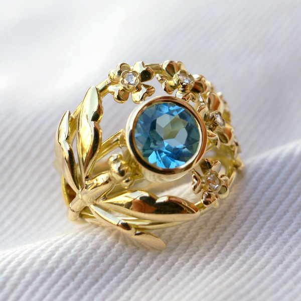 Bague or jaune topaze bleue diamants taille rose
