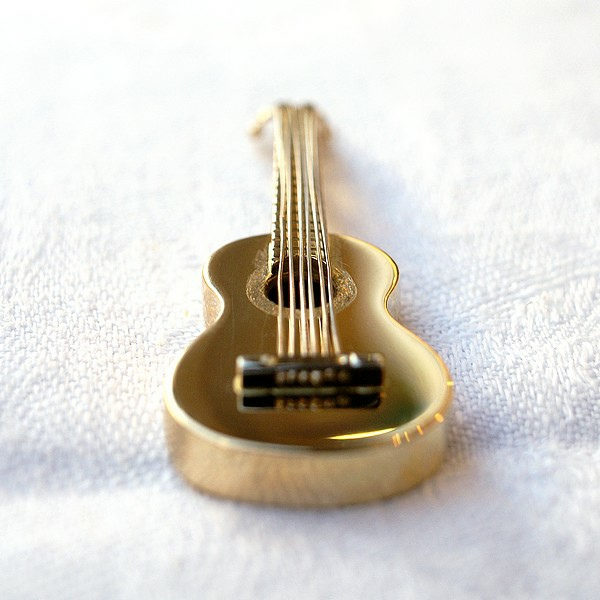 Mini guitare en or jaune et or gris
